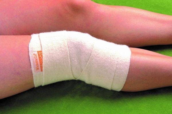 Woll-fühl-Wickel fürs Kniegelenk